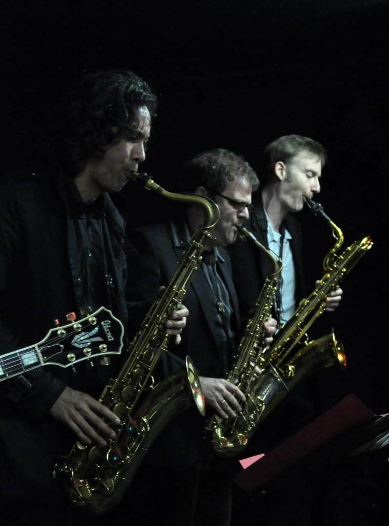 Die kleine Saxophonfamilie mit Adoptivkind